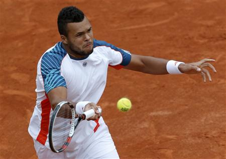 2012 06 04T120919Z 1 CBRE8530XRS00 RTROPTP 2 SPORTS US TENNIS OPEN TSONGA IMG SIGNS JO WILFRED TSONGA