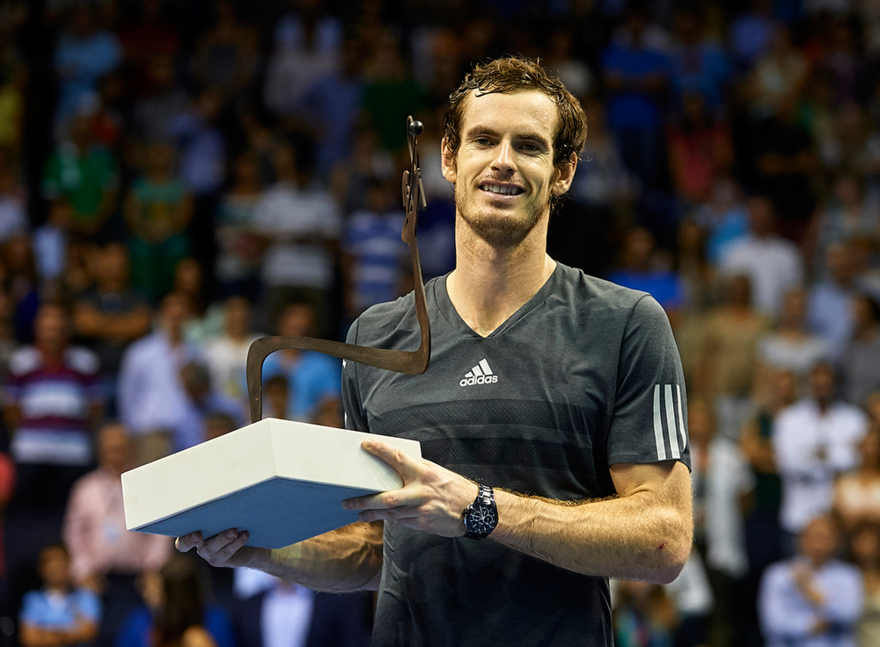 HEAD Murray Valencia trophy ANDY MURRAY CLOSE TO BARCLAYS ATP WORLD TOUR  FINALS AFTER WINNING IN VALENCIA